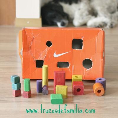 DIY de encajar formas con caja de cartón